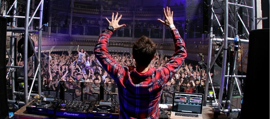 Singers to DJs...